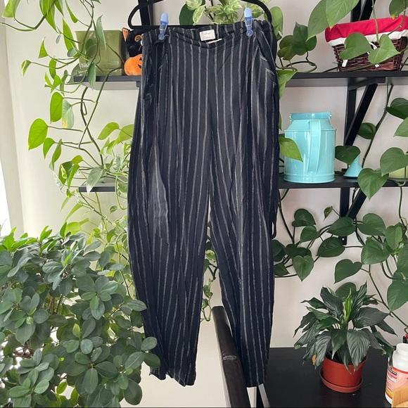Aritzia Wilfred Black Striped faun wide leg